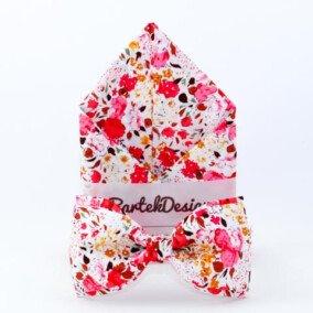 Butterfly og lommetørklæde med lyserøde blomster