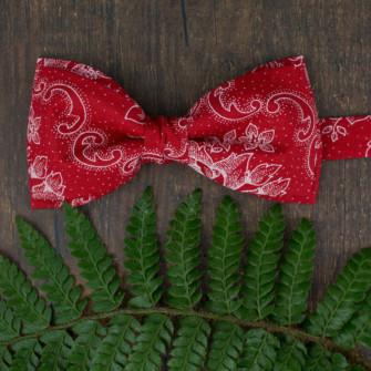 Flot rød jule-butterfly med ornament