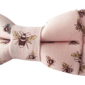 Lyserød butterfly med bier 4