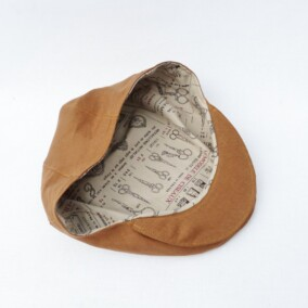 Inderfor på lysebrun sixpence hat