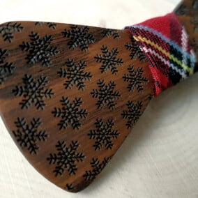 Jule-butterfly i træ med snekrystaller
