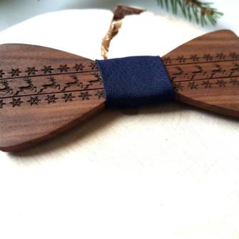 Julebutterfly i træ med rensdyr og stjerner