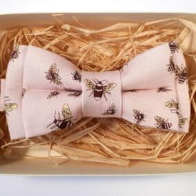 Lyserød butterfly med bier 5