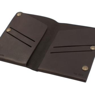Mørkebrun læderpung med gravering 6