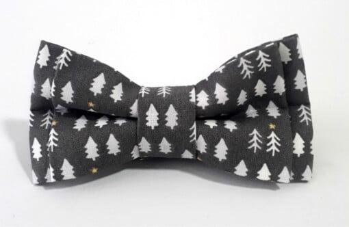 Mørkegrå jule-butterfly med grantræer