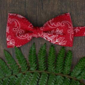 Rød jule-butterfly med ornament
