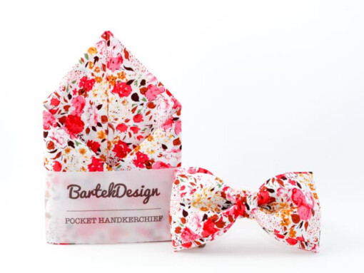 Sæt med butterfly og lommetørklæde med lyserøde blomster